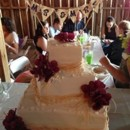 Rustic Chic Decor - Wedding Cake - Barn Wedding at Dodson Orchards - Missouri Barn Wedding Venue - http://dodsonorchards.com