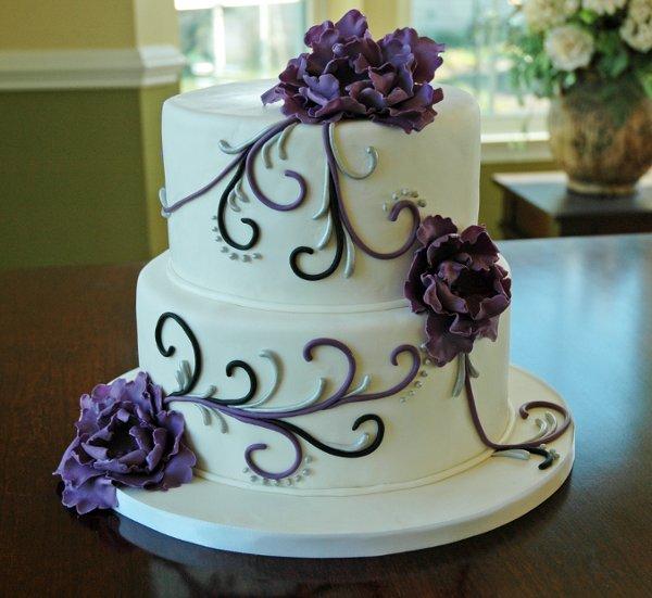 Round Wedding Cakes With Purple Flowers: Tier round wedding cake ...