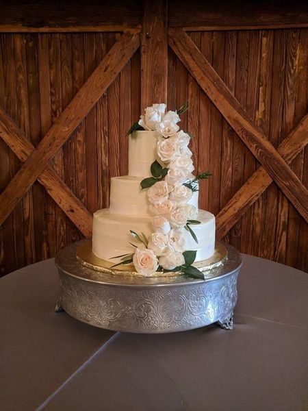 1517698869 F054c70499030cb7 1517698868 85dbae7b5dc095bf 1517698867871 38 Wedding Cake Savannah wedding catering