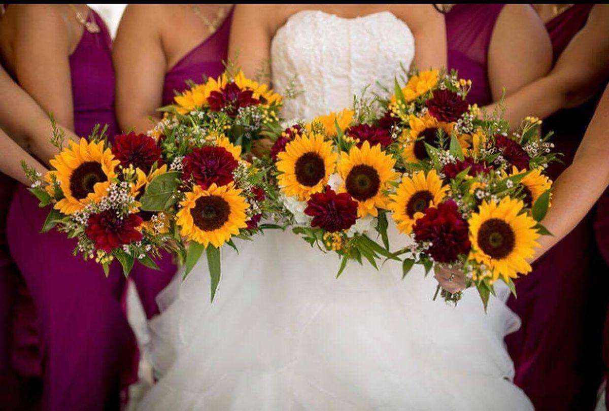 hollon flowers flowers fairborn oh weddingwire. Black Bedroom Furniture Sets. Home Design Ideas