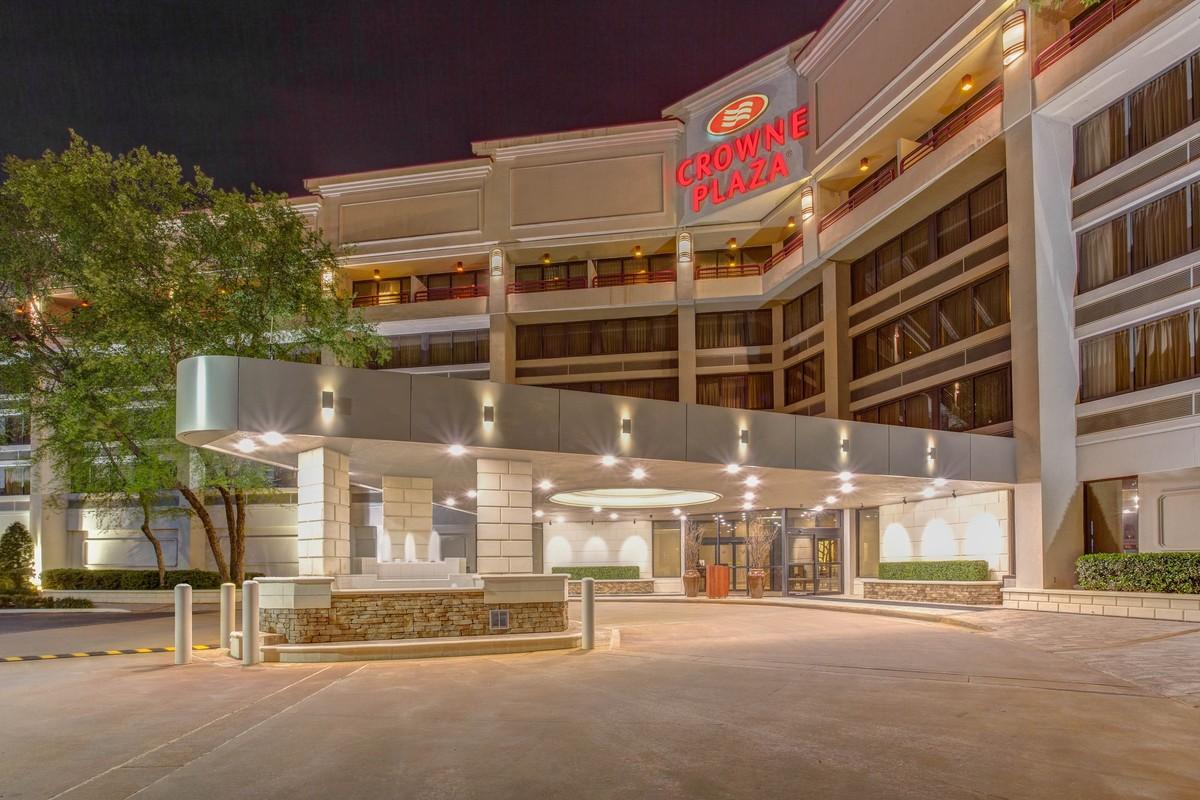 Crowne plaza executive center baton rouge venue baton for Wedding dress rental baton rouge