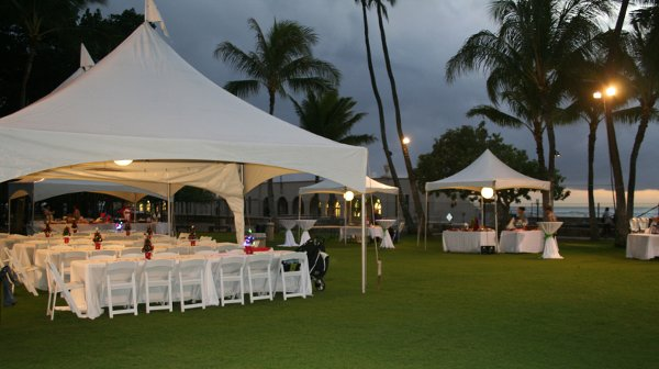 Waikiki aquarium honolulu hi wedding venue for Honolulu wedding dress rental