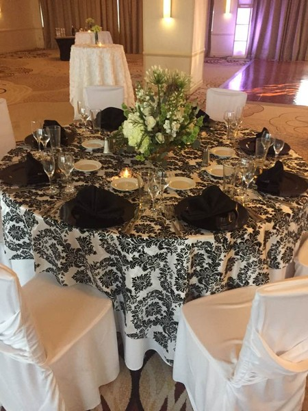 600x600 1486995921338 black and white overlay reception set