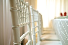 220x220_1368905382737-white-chiavari-chairs