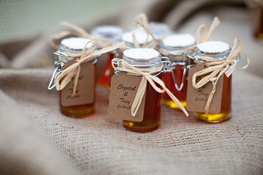 Edible wedding favors photos pictures weddingwire junglespirit Image collections