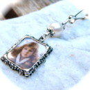 A f/w pearl Wedding Bouquet Charm, to include someone on your wedding day, just add your own photo. I welcome custom orders, have a nice selection of styles, colours, quantities and ship worldwide. I can even do the photos for you. Contact me :)
