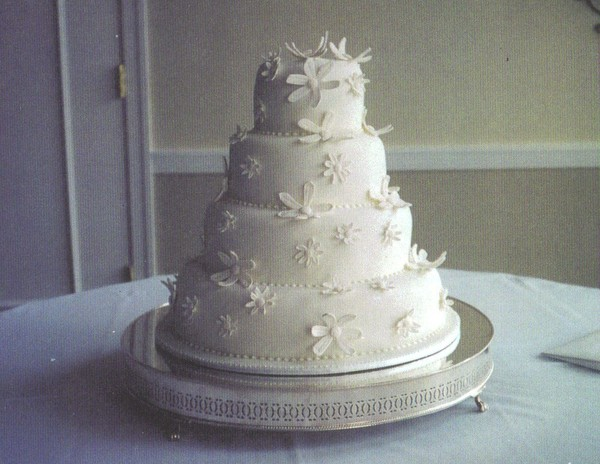 1391449004545 White Daisy Cak Birmingham Wedding Cake