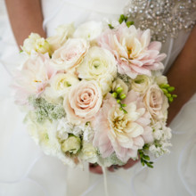 "<strong class='info-row'>Boone & Stacie Weddings</strong> <div class='info-row description'><html>  <head></head>  <body>    Floral Designer:    <a href=""http://www.weddingwire.com/biz/flowers-etc-fountain-valley/5b3e8c931fc00f2b.html?utm_source=ww&utm_medium=photo-gallery&utm_campaign=real-weddings"" target=""_blank"">Flowers Etc</a>.      </body> </html></div>"