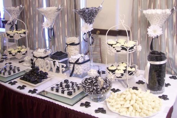 600x600 1487011265186 dessert table