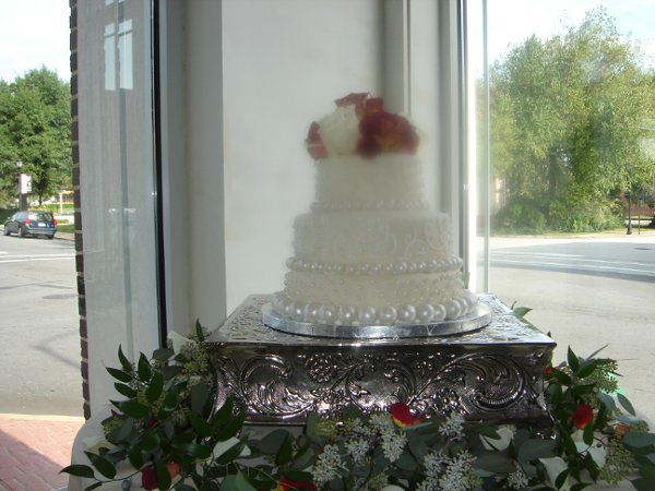 1229052517361 Fondantweddingcakewithhandrolledpearlsandroses019 Greenville wedding cake