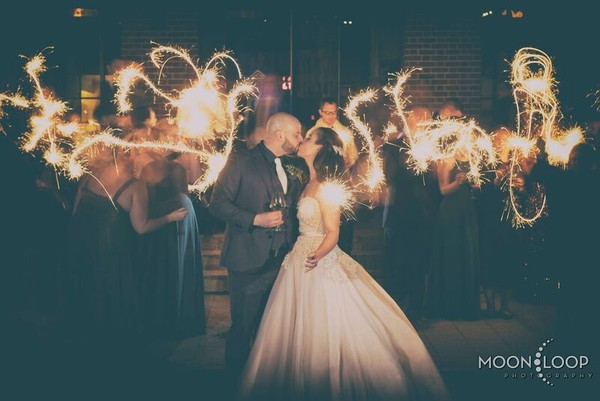 600x600 1484586763148 17. wedding party sparklers