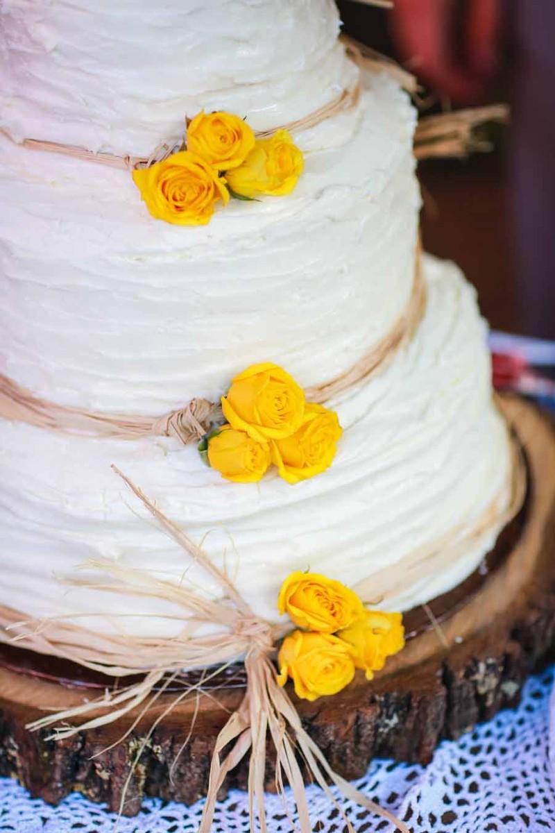 White Alabama Flowers Round Summer Wedding Cake Wedding Real ...
