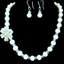 Elegant crystal and pearl necklace. Very Parisian