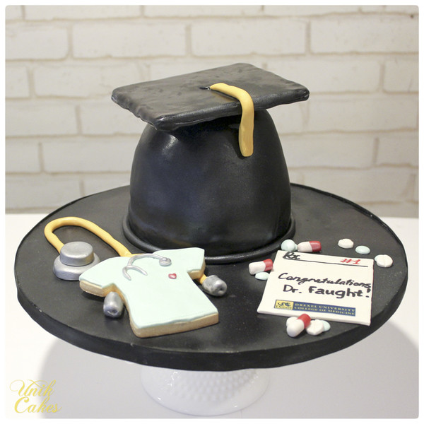 600x600 1418936489107 graduation cap with scrubs