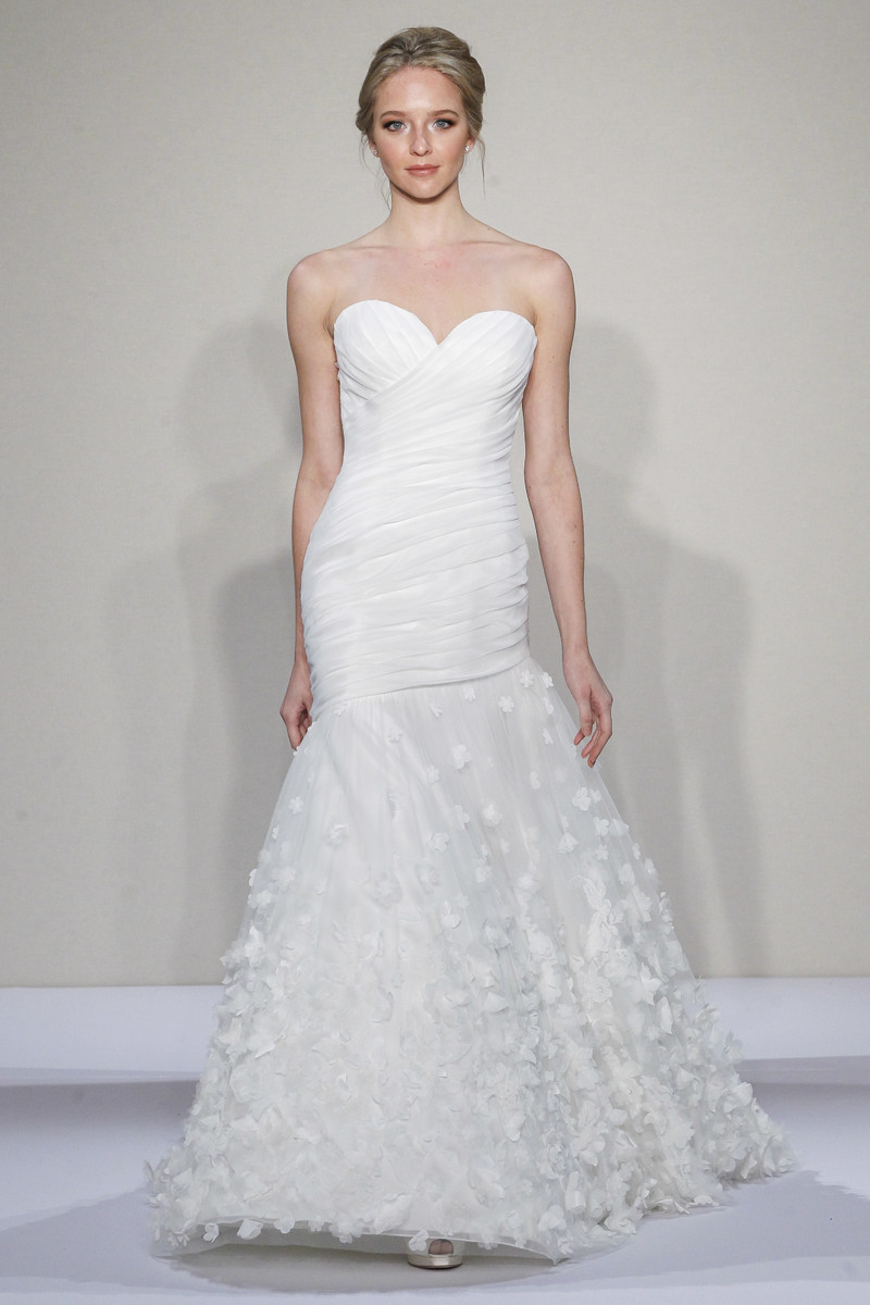 Kleinfeld collection wedding dresses kleinfeld collection for Rent wedding dress chicago