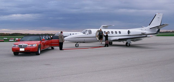 1421964999433 Redtanescortoutplane640x303 Alexis wedding transportation