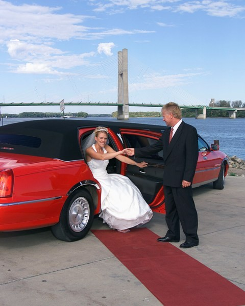 1422485171714 Blacktandress480x600 Alexis wedding transportation