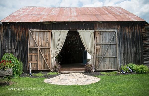600x600 1466951506197 wedding front barn