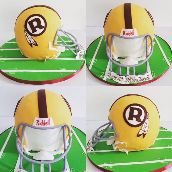 600x600 1450330007370 redskins helmet cake pic1