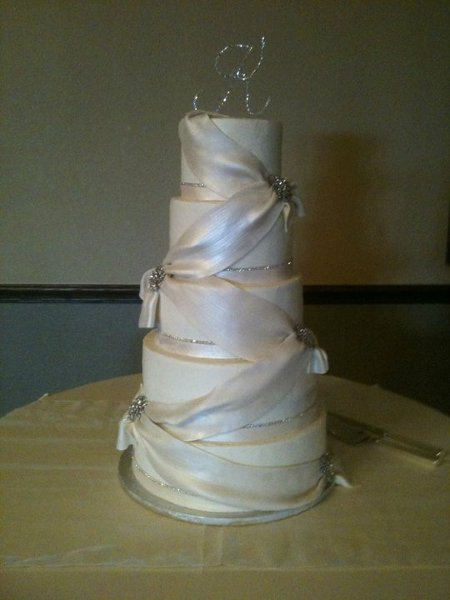 1352235075383 blingandswag tulsa wedding cake