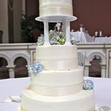 220x220 sq 1337710900677 weddingcake6182011011