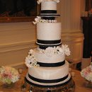 130x130 sq 1309070631556 ericandmelissasweddingcake014