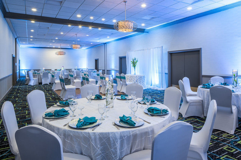 Holiday inn palm beach airport conf ctr venue west for Wedding dresses in west palm beach
