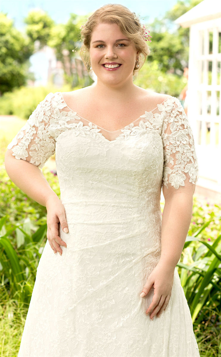 Lillian mae bridal dress attire austin tx weddingwire for Wedding dress rental austin tx
