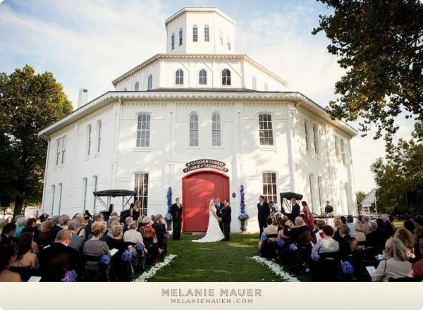 Lexington ky barn wedding