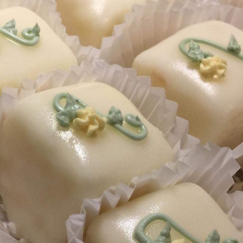 Petit Fours Y All Wedding Cake Ga Weddingwire