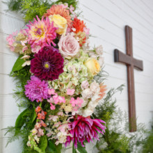 <strong class='info-row'>Thirteenth Moon Photography LLC</strong> <div class='info-row description'><html>  <head></head>  <body>    A floral garland hung across the altar.   Floral Designer: Earth Blooms Flower Farm       </body> </html></div>