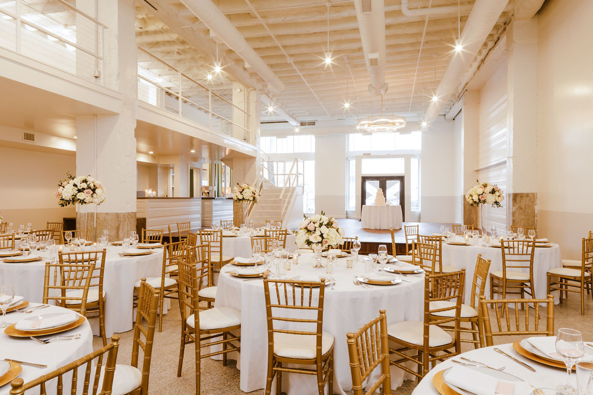 Hotel deco venue omaha ne weddingwire for Wedding dress rental omaha