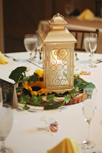 Centerpieces Featured Candlelit Lanterns Wood Slices And Sunflowers Venue The Barn At Raccoon
