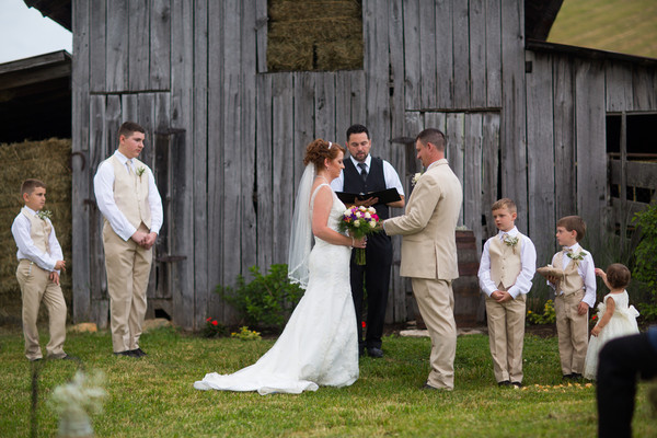 They Exchanged Vows In Front Of 60 Family And Friends Venue Glade Creek Farm