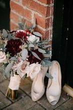 220x220 1486486645 03ced9f78b97968c 1486484024460 bo fall wedding cheekwood bride bouquet 2016