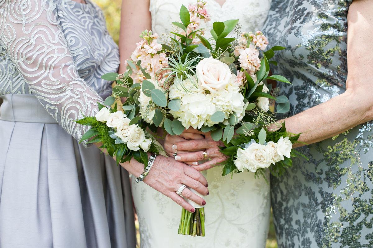gidas flowers flowers pittsburgh pa weddingwire. Black Bedroom Furniture Sets. Home Design Ideas
