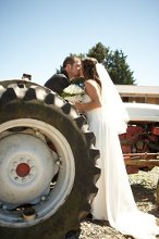 220x220 1351801476717 tractorkiss