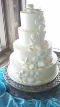 220x220 1460623046 498fbd05f0af655f wedding cake   buttercream with white chocolate shells