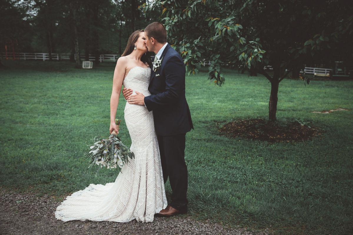 Red hare photography design reviews nashville tn 15 for Wedding dress rental nashville tn