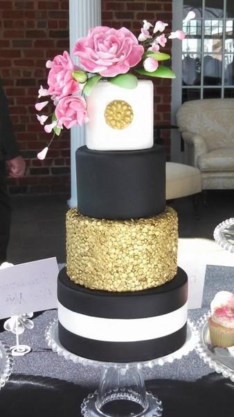 Modern Black Gold Pink White Flowers Fondant Historic Site Round Wedding Cake Winter Wedding