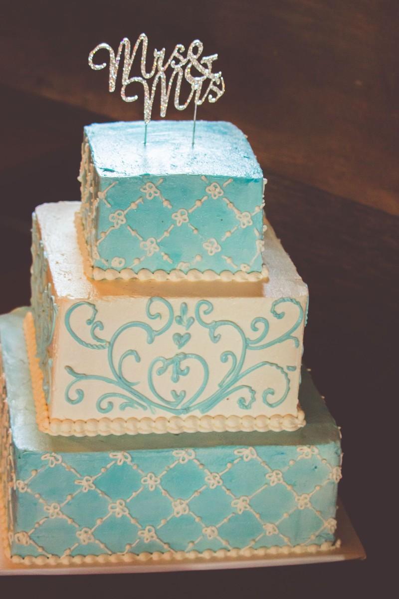 Rustic Blue Barn Missouri Summer Wedding Cake Wedding Cakes Photos