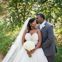 "<strong class='info-row'>Svetlana Photography</strong> <div class='info-row description'><html>  <head></head>  <body>    Lindsey and Darrell were married in an elegant fall ceremony in Austin, Texas.   Venue:    <a href=""https://www.weddingwire.com/biz/the-vista-on-seward-hill-austin/8620a87097a99c38.html"" target=""_blank"">The Vista on Seward Hill</a>  Event Planner:    <a href=""https://www.weddingwire.com/reviews/leave-the-details-to-me-wedding-event-consulting-austin/9b034848b4c2e6fd.html"" target=""_blank"">Leave the Details to Me, Event & Wedding Consulting</a>  Floral Design:    <a href=""https://www.weddingwire.com/biz/flora-fetish-llc-austin/41aa20526a6d572e.html"" target=""_blank"">Flora Fetish, LLC.</a>  Officiant:    <a href=""https://www.weddingwire.com/biz/www-theknottyer-com-marble-falls/ad7e58c9878892fd.html"" target=""_blank"">www.TheKnotTyer.com</a>  Cake:    <a href=""https://www.weddingwire.com/biz/simon-lee-bakery-pflugerville/e28b94b9588e074b.html"" target=""_blank"">Simon Lee Bakery</a>   </body> </html></div>"