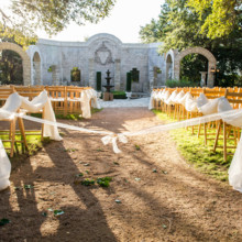 "<strong class='info-row'>Svetlana Photography</strong> <div class='info-row description'><html>  <head></head>  <body>    The venue's courtyard was the perfect backdrop for the morning nuptials.   Venue:    <a href=""https://www.weddingwire.com/biz/the-vista-on-seward-hill-austin/8620a87097a99c38.html"" target=""_blank"">The Vista on Seward Hill</a>      </body> </html></div>"