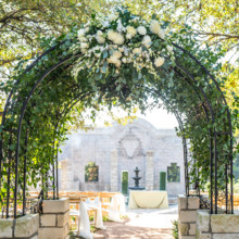 "<strong class='info-row'>Svetlana Photography</strong> <div class='info-row description'><html>  <head></head>  <body>    A floral-covered archway led guests to the ceremony.   Venue:    <a href=""https://www.weddingwire.com/biz/the-vista-on-seward-hill-austin/8620a87097a99c38.html"" target=""_blank"">The Vista on Seward Hill</a>  Event Planner:    <a href=""https://www.weddingwire.com/reviews/leave-the-details-to-me-wedding-event-consulting-austin/9b034848b4c2e6fd.html"" target=""_blank"">Leave the Details to Me, Event & Wedding Consulting</a>  Floral Design:    <a href=""https://www.weddingwire.com/biz/flora-fetish-llc-austin/41aa20526a6d572e.html"" target=""_blank"">Flora Fetish, LLC.</a>   </body> </html></div>"