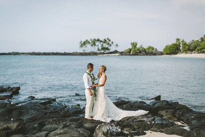 Beach chic hawaii wedding wedding real weddings gallery by beach chic hawaii wedding kelli jay junglespirit Choice Image