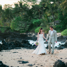 "<strong class='info-row'>Joanna Tano Photography</strong> <div class='info-row description'><html>  <head></head>  <body>    The couple strolls on the beach between the ceremony and reception.  Venue: White Orchid Beach House from    <a href=""https://www.weddingwire.com/biz/a-white-orchid-wedding-inc-wailuku/613a4afe72f6cb8d.html"" target=""_blank"">A White Orchid Wedding, Inc.</a>  Hair and Makeup: Maui Beautiful Brides  Floral Design:    <a href=""https://www.weddingwire.com/reviews/teresa-sena-designs-kula/e68fec6403a0ee30.html"" target=""_blank"">Teresa Sena Designs</a>   </body> </html></div>"