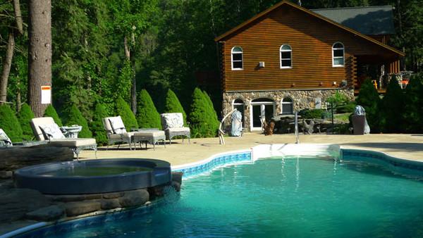 600x600 1481050525193 mainhouse.pool