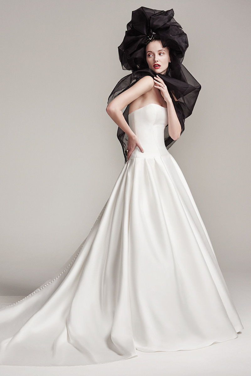 The dress gallery - White Wedding Dress Photos White Wedding Dress Pictures Weddingwire Com