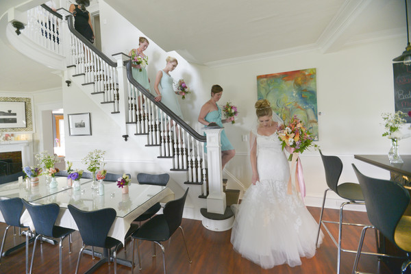 600x600 1483976931229 banta bride bar floor  maids on stairs