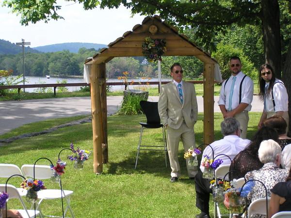 600x600 1483976970542 banta wedding log arch lake back drop jars of flow